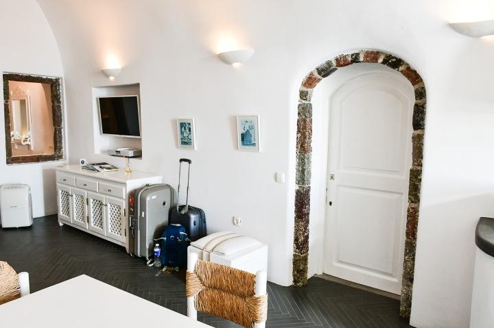 altana suites cave villa imerovigli living room.jpg