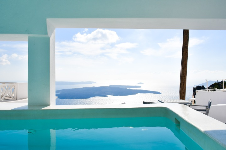 altana suites imerovigli covered pool with a view.jpg