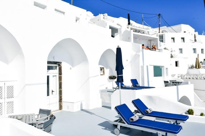 altana suites imerovigli front balcony.jpg