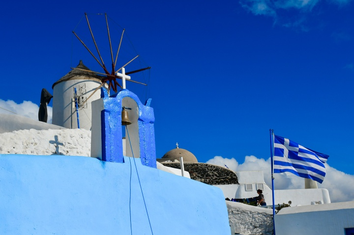 oia santorinin blue church.jpg