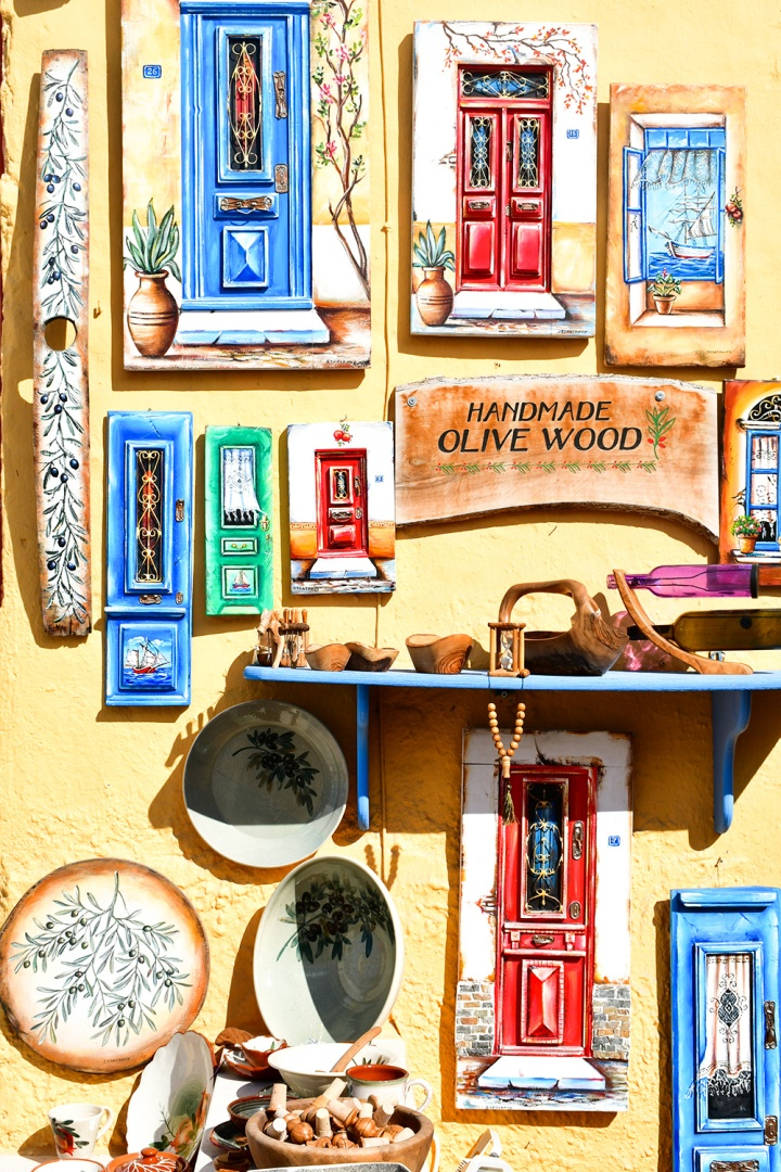 oia sightseeing housewares pottery shop.jpg