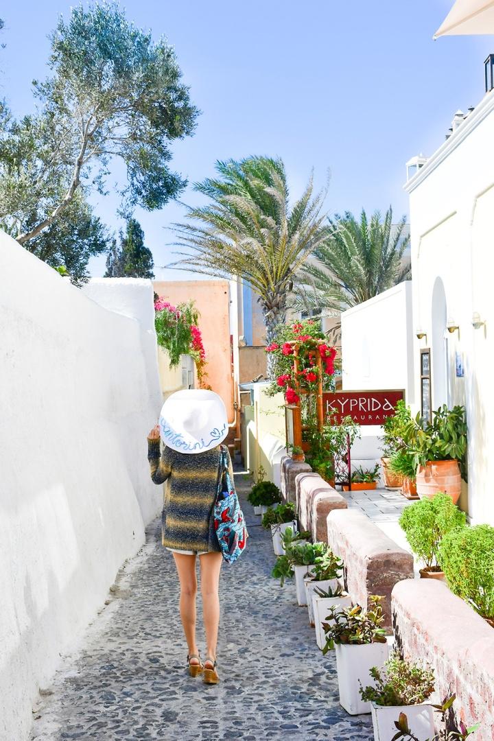 oia sightseeing stroll in santorini.jpg
